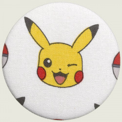 Pikachu button knipoog